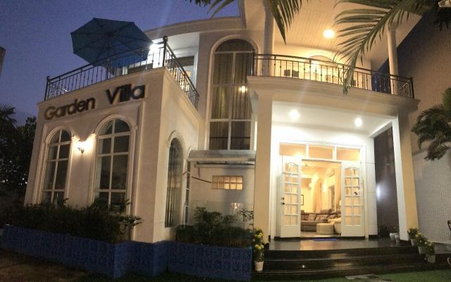 베트남 풀빌라 정면모습 야간